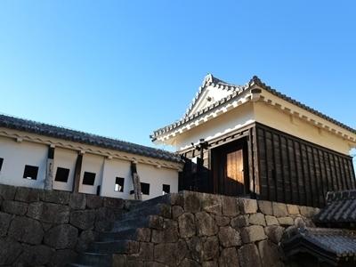 19.一ノ門南櫓(重文)と一ノ門東塀(重文).JPG